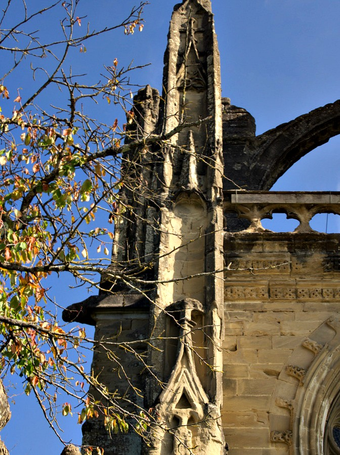 Pilastre eglise saint antoine l'abbaye