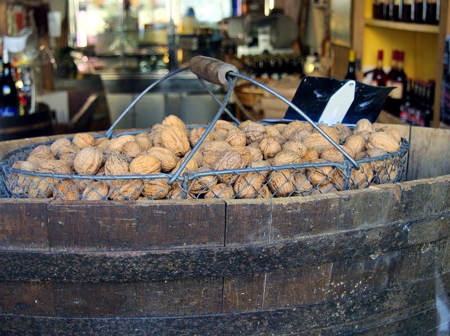 Panier de noix fraîches