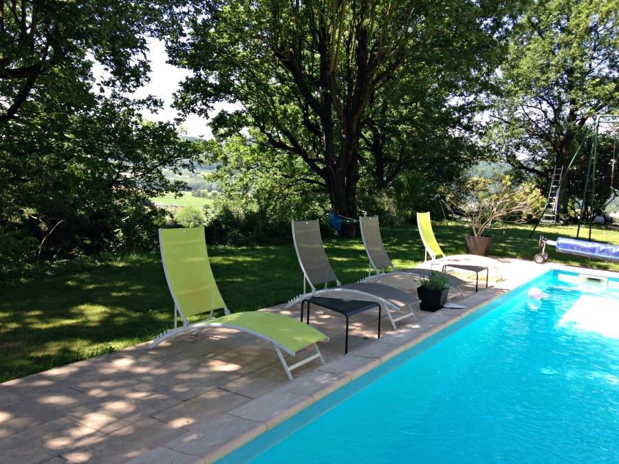 Jardin et piscine du Kergio, gite à Saint Uze dans la drome