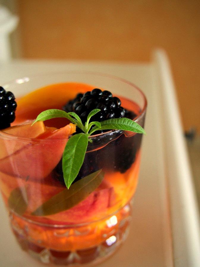 Nectarines rafraichies à la verveine vegan