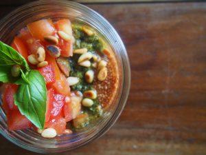 Chia Pudding salé tomates et basilic – Recette végétale