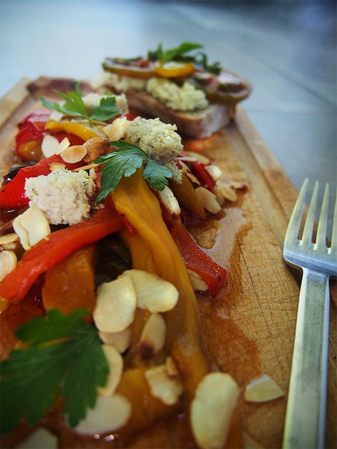 Batch Cookind - Salade de poivrons rôtis et feta vegan sans tofu en salade